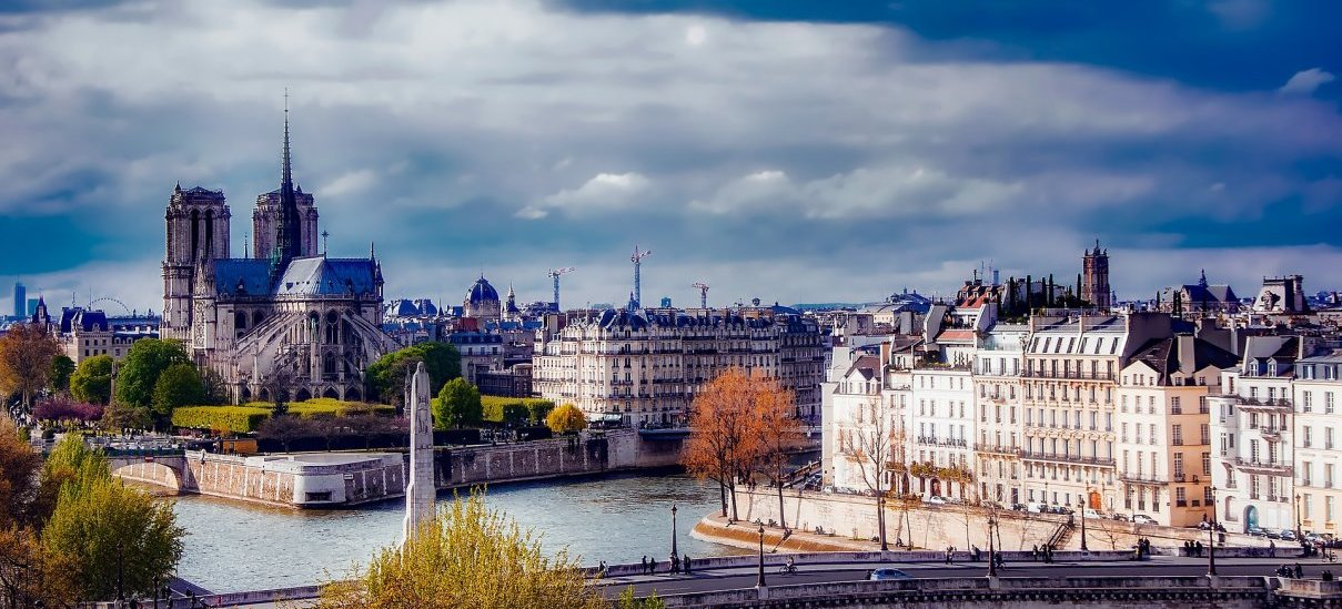 Meet travelers, discover the real Paris